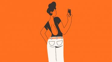 Ilustração com fundo laranja de uma mulher de blusa e cabelo preto, olhando para seu celular.